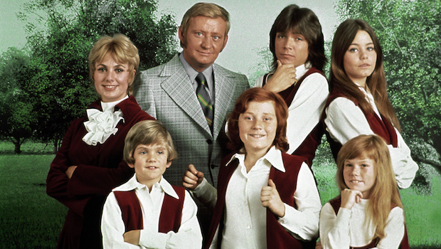 """This 1970 photo released by courtesy of Sony Pictures Television shows, back row, from left, cast members, Shirley Jones, Dave Madden, David Cassidy, Susan Dey, and front row, from left, Brian Forster, Danny Bonaduce and Suzanne Crough of the television series, """"The Partridge Family."""" Madden, who played the child-hating agent on the hit 1970s sitcom, died in Florida on Thursday, Jan. 16, 2014, at age 82. (AP Photo/Copyright CPT Holdings Inc, Courtesy Sony Pictures Television) ORG XMIT: CAET781"""
